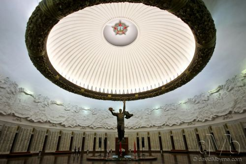 The massive Hall of Glory in the Museum of the Great Patriotic War, Moscow, Russia. November 20th 2012 (10mm, 1/40sec, f/4.0, iso160)