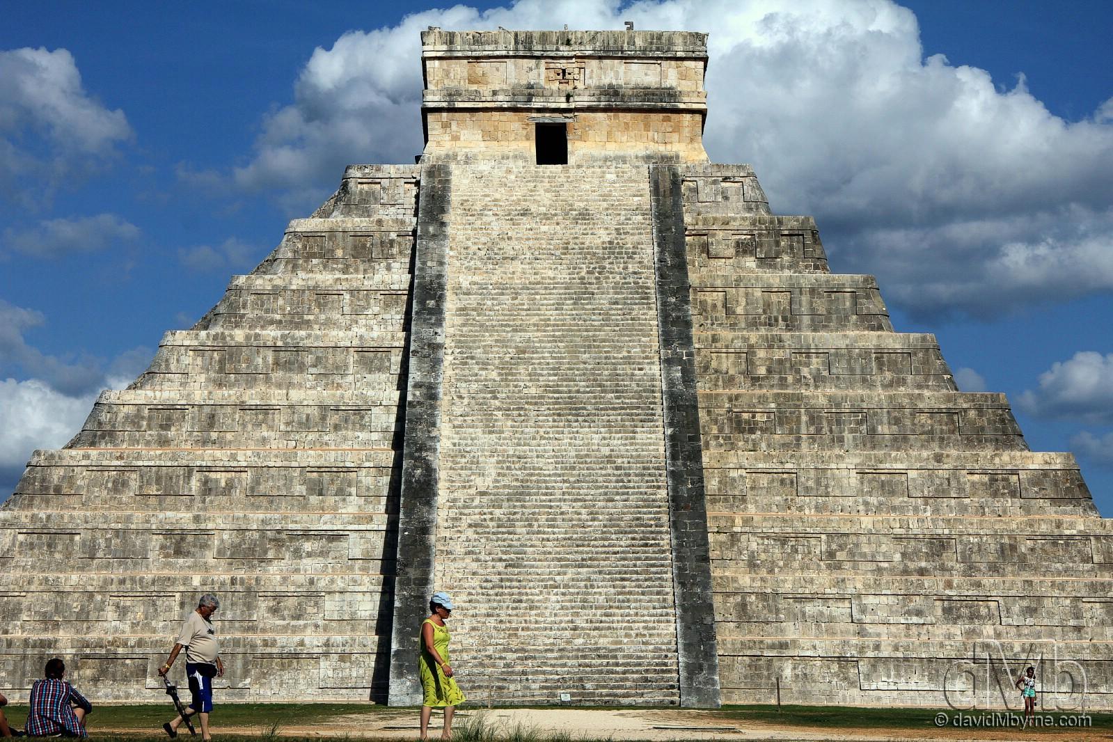 El Castillo / Pyramid of Kukulcan, Chichén Itzá, Yucatán Peninsula, Mexico. May 3rd 2013 (EOS 60D || Tamron 28-75mm || 54mm, 1/100sec, f/9.0, iso100)