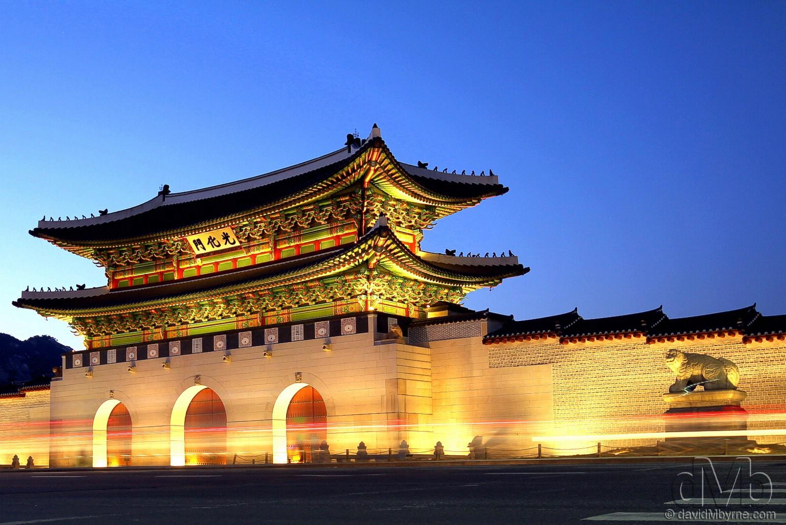 Gwanghwamun, the main, South Gate of Gyeongbok Palace at dusk. Seoul, South Korea. February 7th, 2012 (EOS 60D || Sigma 10-20mm || 20mm, 1.6sec, f/7.1, iso100)