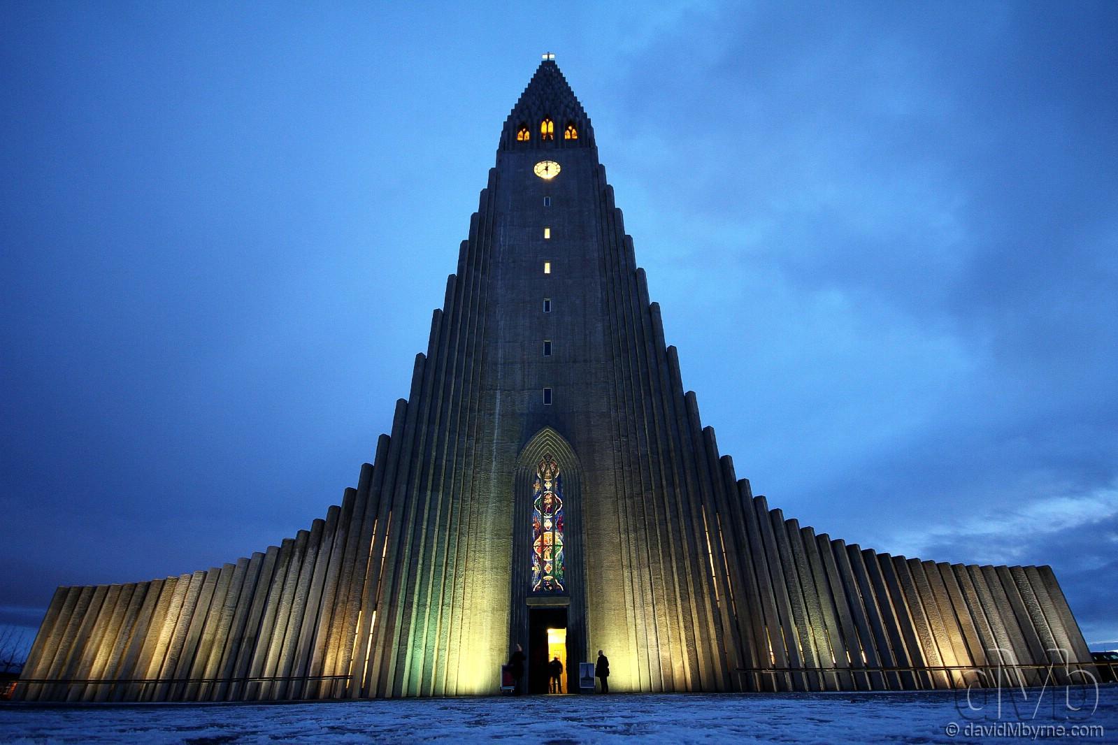 Hallgrímskirkja (Lutheran church) in Reykjavík, Iceland. December 2nd, 2012 (EOS 60D || Sigma 10-20mm || 10mm, 1/5sec, f/5.9, iso640)