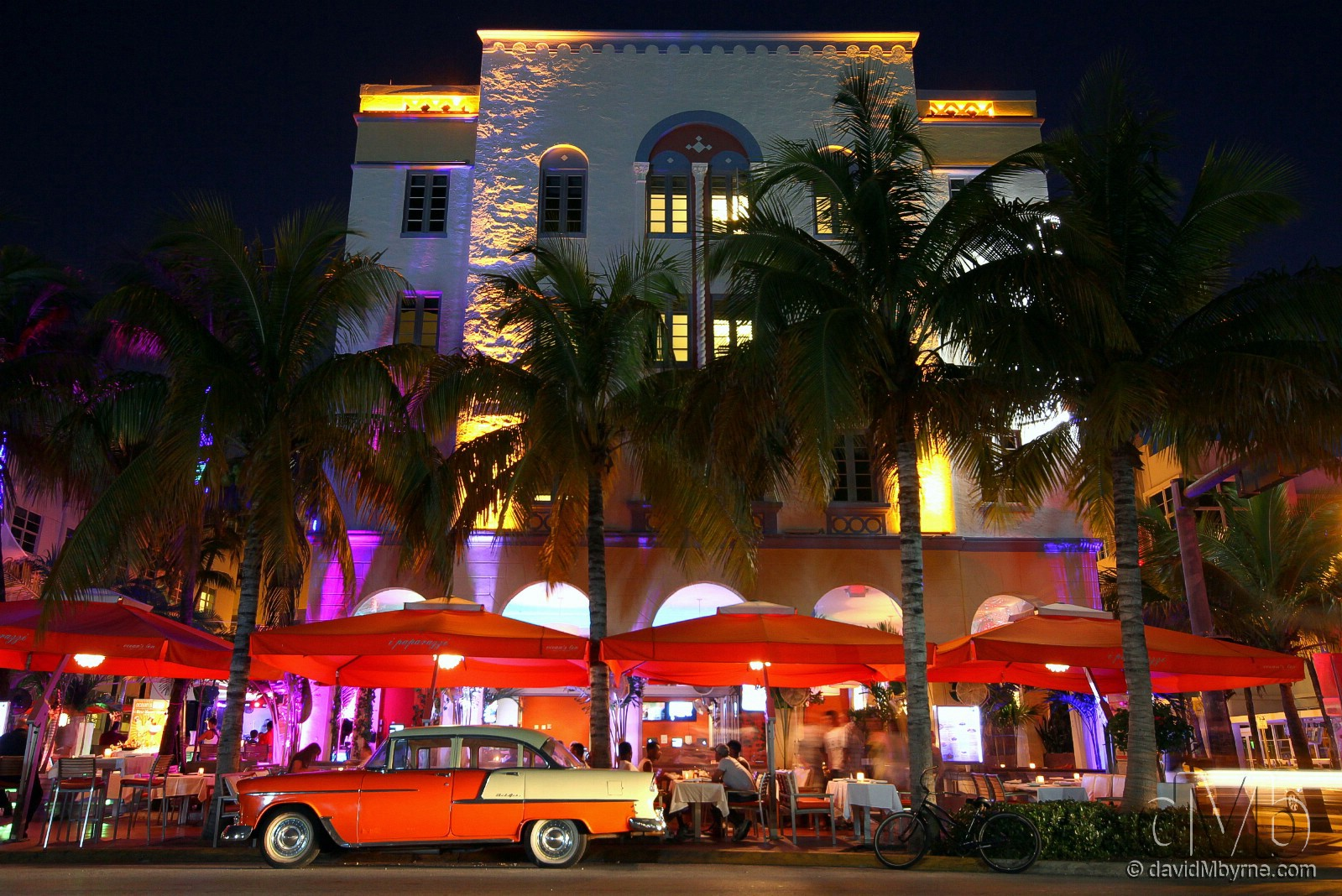 Ocean Drive, Miami, Florida, USA. July 8th, 2013 (EOS 60D || Sigma 10-20mm || 16mm, 1.6sec, f/7.1, iso400)